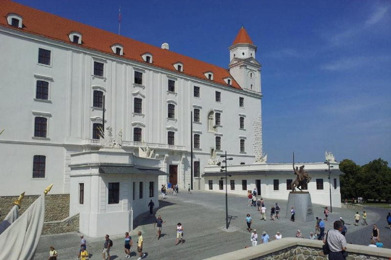 Bratislava Castle durind Devin Castle Grand City Tour